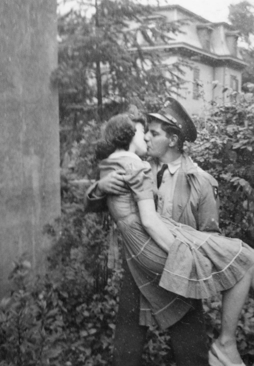 60 + 1 Heart-Warming Historical Pictures That Illustrate Love During War - Man Kisses His Wife After Coming Back From War, 1940s