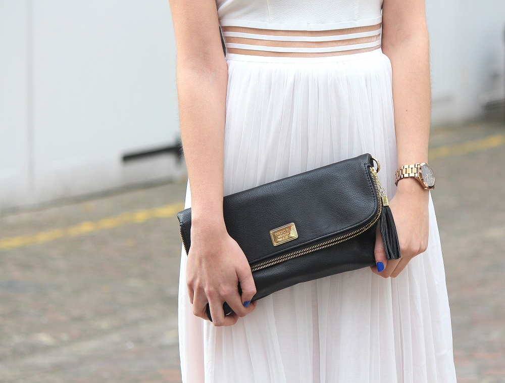peexo fashion blogger wearing white backless dress and black clutch in spring