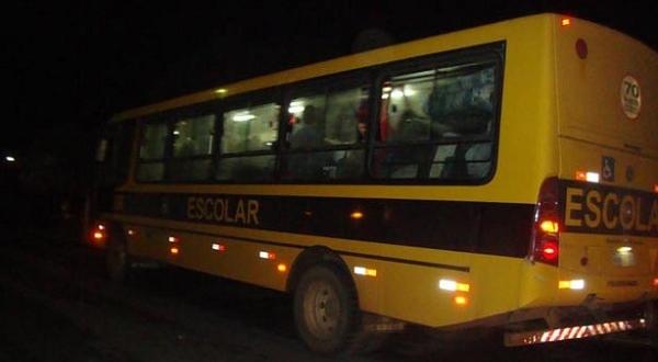 Pela segunda vez o ônibus que transporta os estudantes universitários para a Faculdade de Goiana foi assaltado.