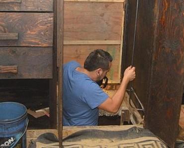La police trouve une trappe secrète dans la garde-robe d'un caïd de la drogue