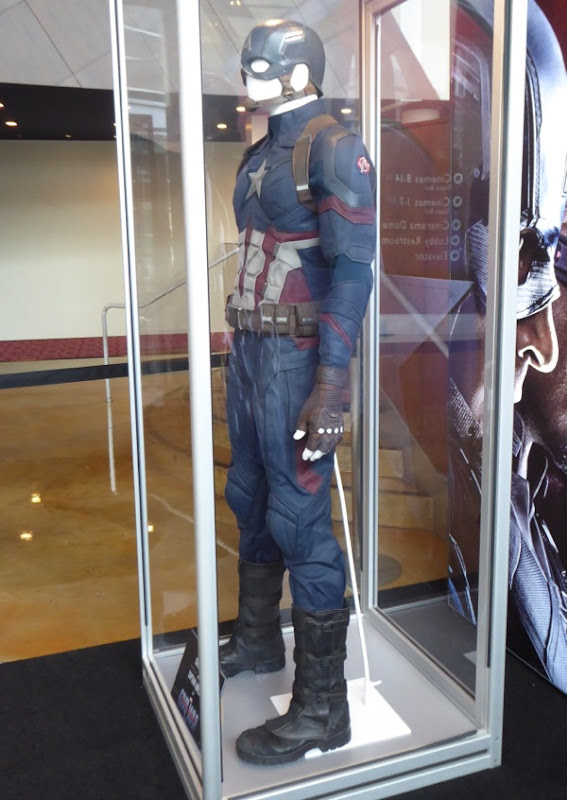 Chris Evans Captain America Civil War costume