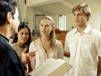 Quedar con el cura u oficiante del enlace - Foto: www.christianteens.about.com