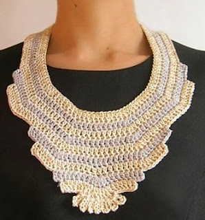 http://chabepatterns.com/free-patterns-patrones-gratis/jewelry-joyeria/statement-necklace-collar-extragrande/