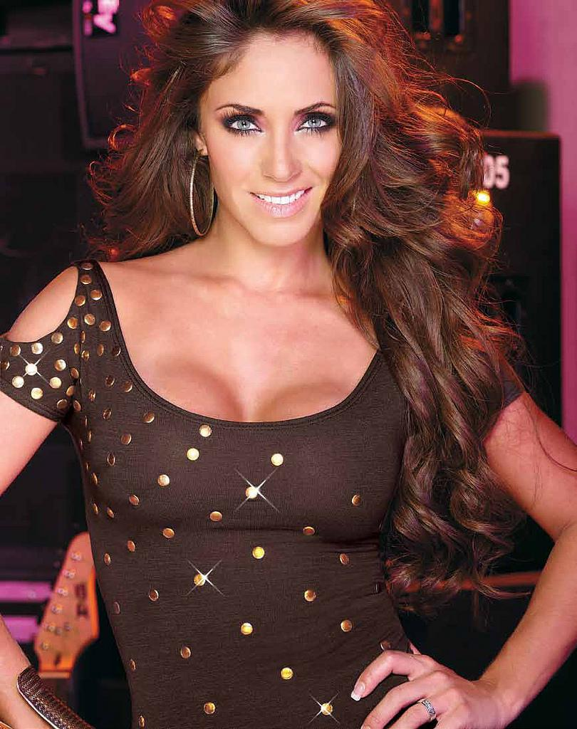 We Love Women: Anahi