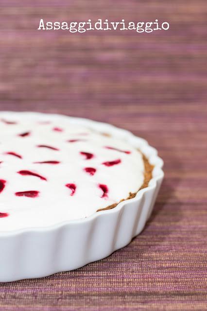 Torta bavarese con yogurt e ciliegie