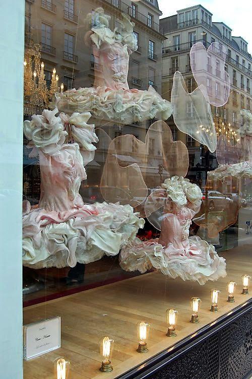Creative Window Displays  Bizzy Oven Mitt Bakery