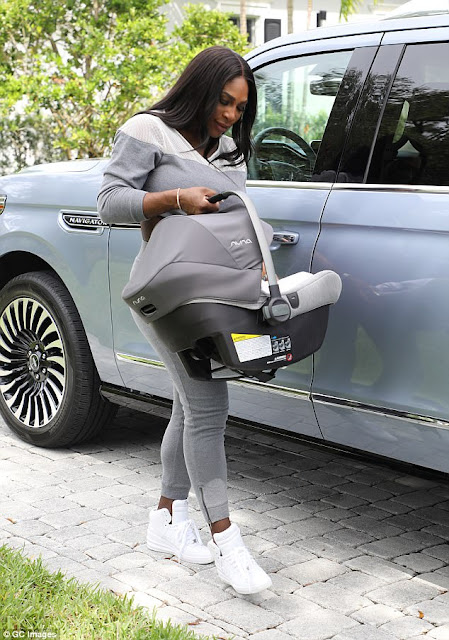 Serena-Williams-steps-out-with-daughter-in-Florida