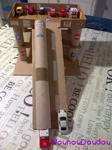 Brinquedo reciclado,presente infantil,dia das crianças, blog materno,maternidade,gravidez,moda infantil, reciclagem, pista de carrinhos de caixa de papelão, pista de carrinho, brinquedos,carrinhos