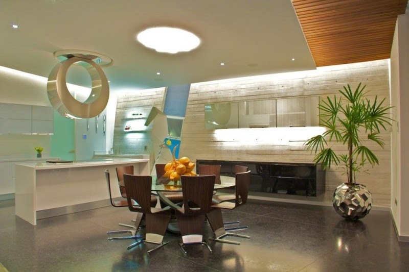 decorar interiores Casa Moderna e Futurista Com Muita Luz e Cor
