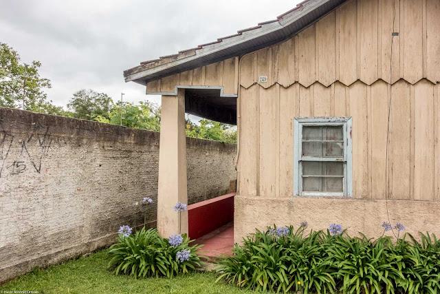 Casa de madeira na Fagundes Varela - detalhe