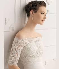 Vestido de noiva longo com bordado nas mangas