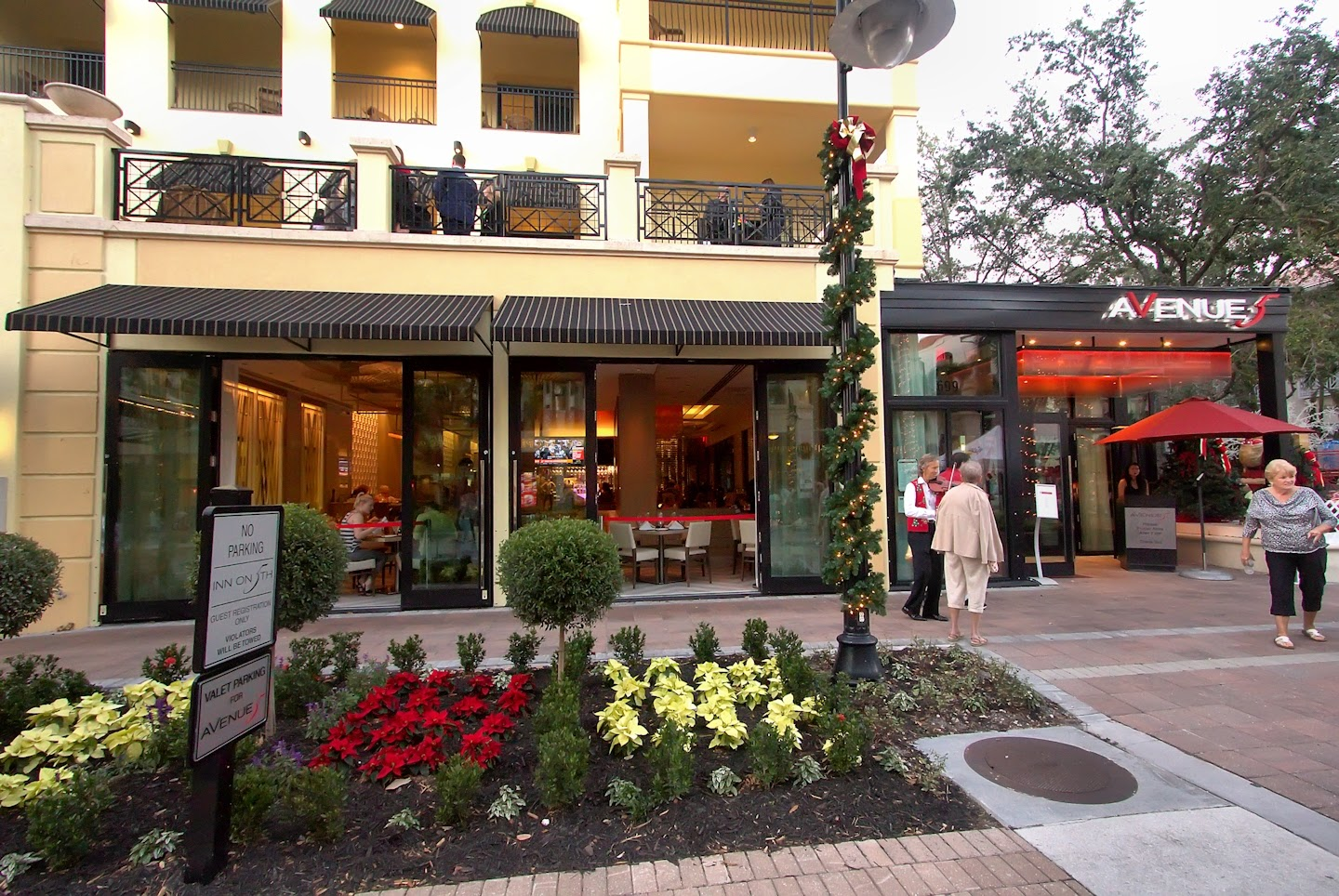 Is A Restaurant On 5th Avenue South In Naples Fl My Dining Companions Dcs And I Decided To Try Hy Hour Here While Waiting For The Annual Christmas