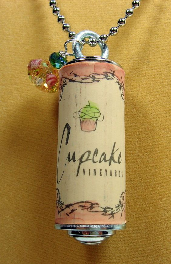 Sunny simple life wine cork craft ideas for Crafts with wine bottle corks