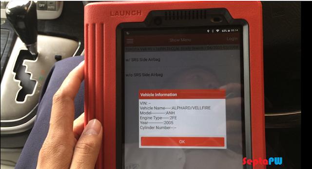 Menggunakan Scanner Mobil Launch pada Toyota Alphard