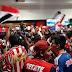 Alboroto en el Aeropuerto de CDMX, cerca de 500 fanáticos fueron a recibir a las Chivas