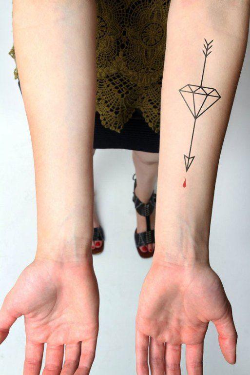 tatuagem geométrica flecha