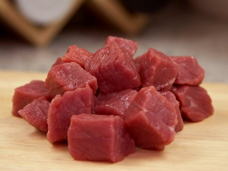 Memilih daging baik daging sapi maupun daging kambing perlu sobat tahu karena saat ini banyak beredar daging daging yang tidak layak konsumsi apalagi menjelang bulan Puasa dan Lebaran. Nah kali ini saya akan bagikan tips cara memilih dan mengolah daging sapi :