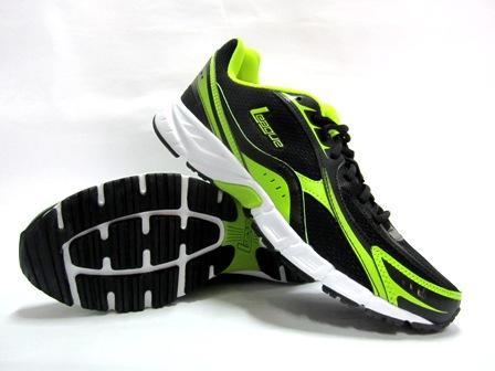 Bisa dilihan bagai mana cantiknya kombinasi desain dan warna dari sepatu  lari keluaran league ini. Dengan bahan kulit sintetis dan bantalan mesh  membuat ... c56711a841