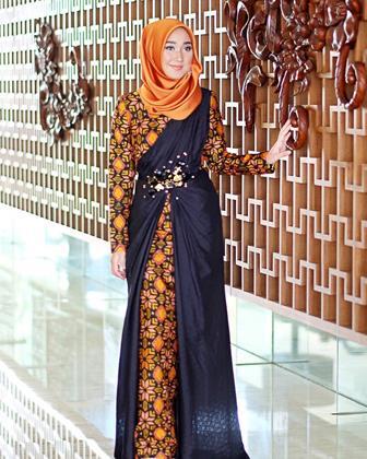 Model Gamis Batik Cantik Kombinasi Kain Polos