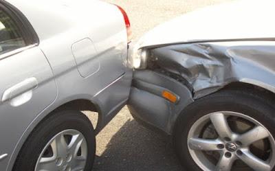 Απίστευτο περιστατικό! Τράκαρε αυτοκίνητο, έφυγε και τώρα ζητά συγνώμη μέσω αγγελίας!