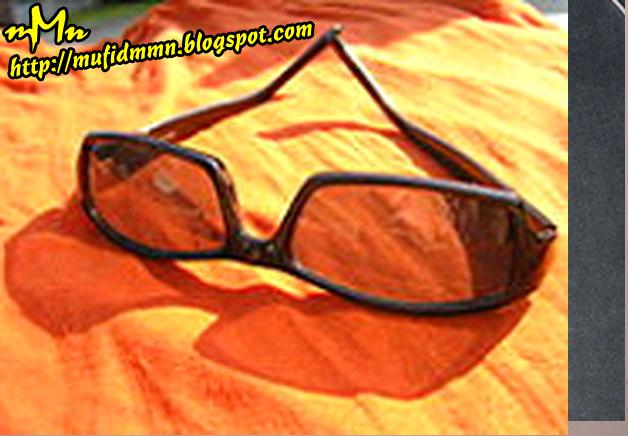 Kacamata hitam adalah kacamata yang mempunyai lensa yang gelap (biasanya  berwarna hitam). Tujuan pembuatan kacamata ini adalah untuk melindungi mata  dari ... 9a82025e3d