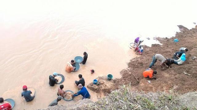 Lantaran Ditemukan Emas 'Soekarno', Sungai Ini Didatangi Ratusan Pencari Harta Karun