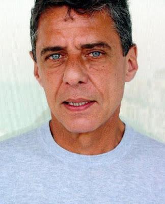Foto de Chico Buarque  con ojos celestes