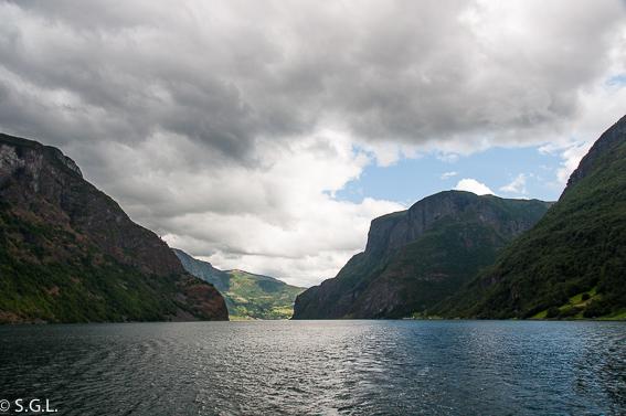 Navegando por el fiordo Sognefjord. El tren de Flam y la excursion Norway in a nutshell