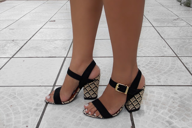 sandalia-salto grosso-preta-camurca
