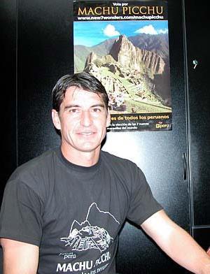 Foto de Óscar Ibáñez con polo negro