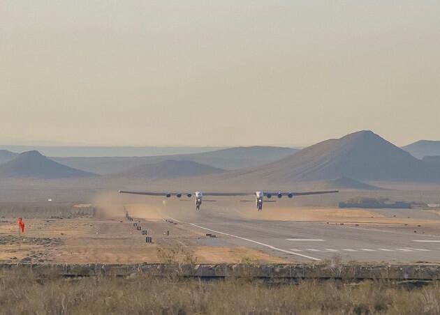 أكبر طائرة في العالم تنجز رحلتها الأولى بنجاح