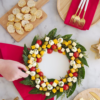 Christmas Wreath Cheese Platter Appetizer