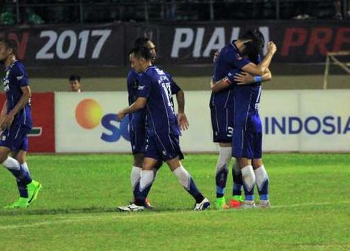 Persib Bndung Siap Melaju Kebabak Semi Final Piala Presiden setelah mengalahkan Mitra Kukar dengan skor 3-2.