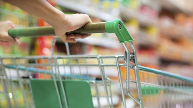 Μείωση των τιμών στο καλάθι της νοικοκυράς με το ΦΠΑ στο 13%