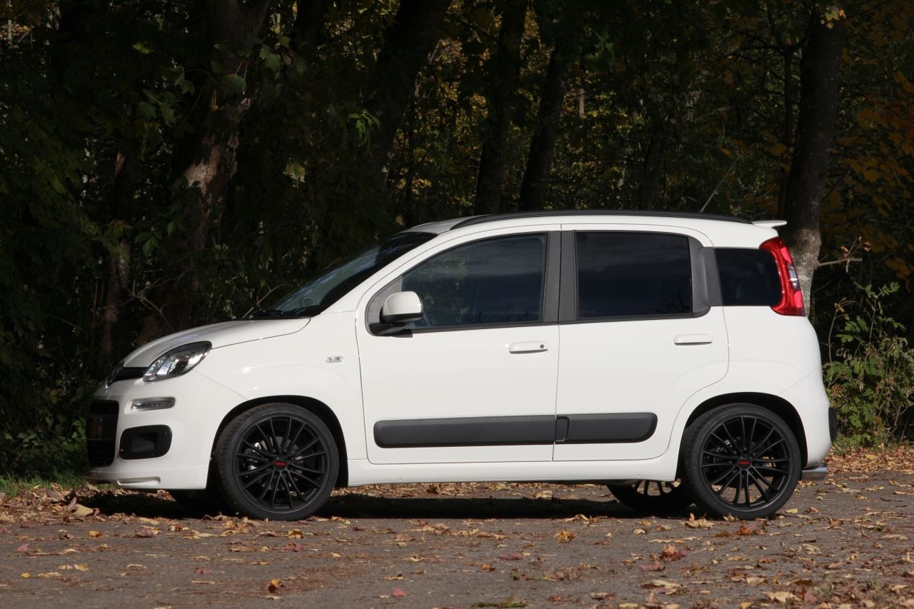 new car spirit new fiat panda with sporty model. Black Bedroom Furniture Sets. Home Design Ideas