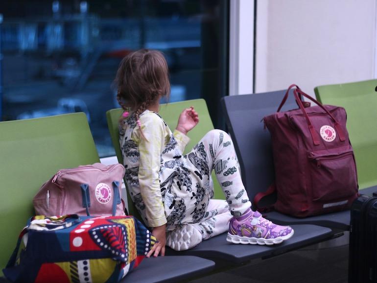 Muumimamman Käsilaukku Kirja : Mit? pakata mukaan pitk?lle lennolle lasten kanssa