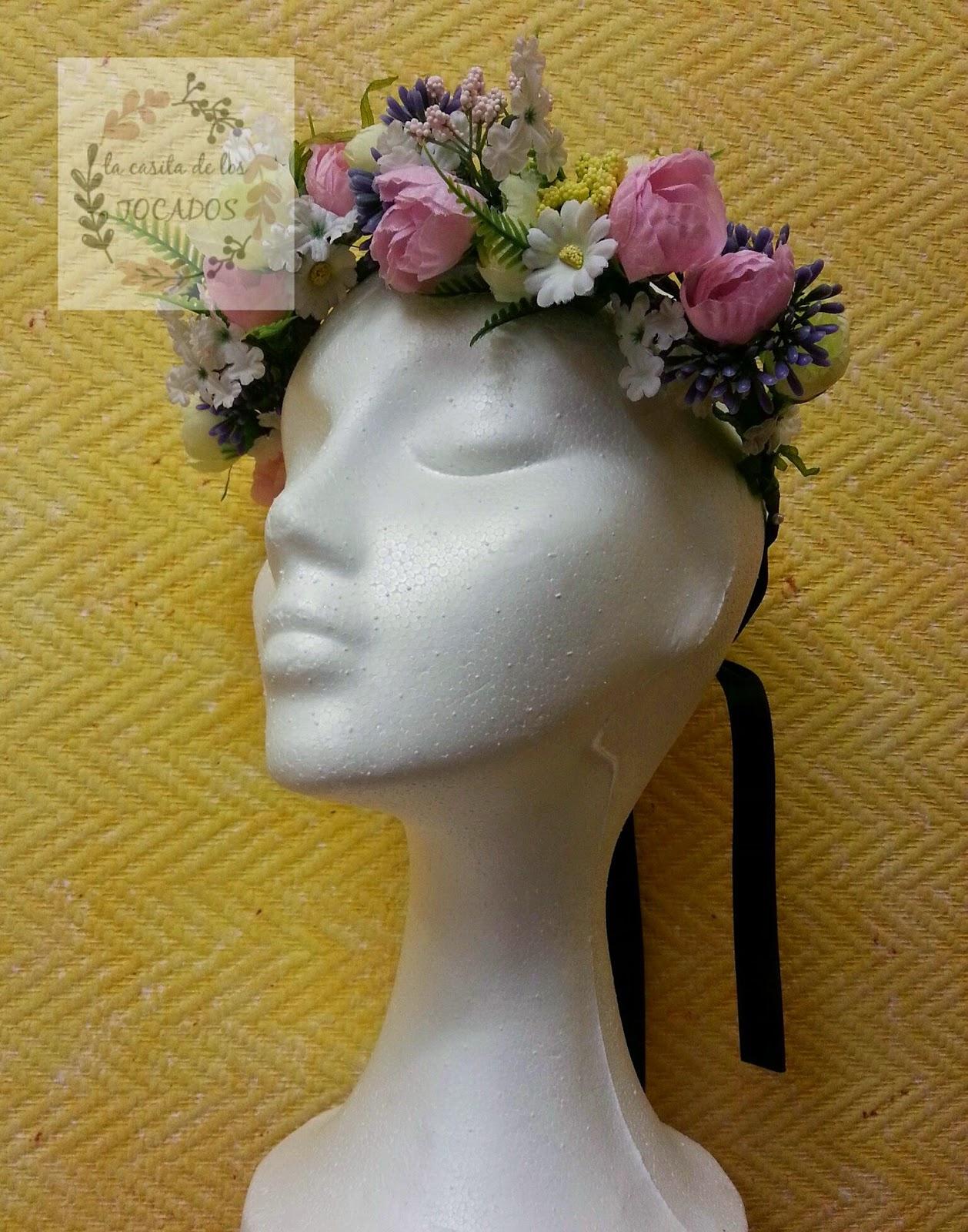 corona de flores para boda o eventos de fiesta informales en colores variados