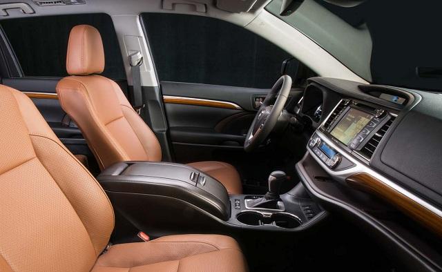 Interior view of 2018 Toyota Highlander Hybrid Limited Platinum