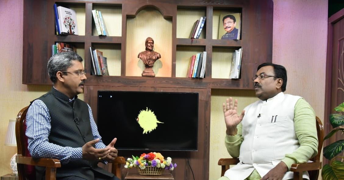 'जय महाराष्ट्र' व 'दिलखुलास' कार्यक्रमात/ 'वंचितांच्या विकासासाठी' या विषयावर अर्थमंत्री सुधीर मुनगंटीवार यांची मुलाखत