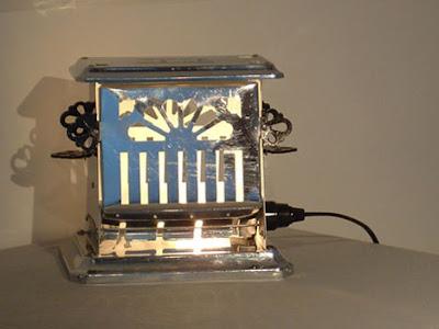 diseño de lampara con utensilios reciclados de la cocina