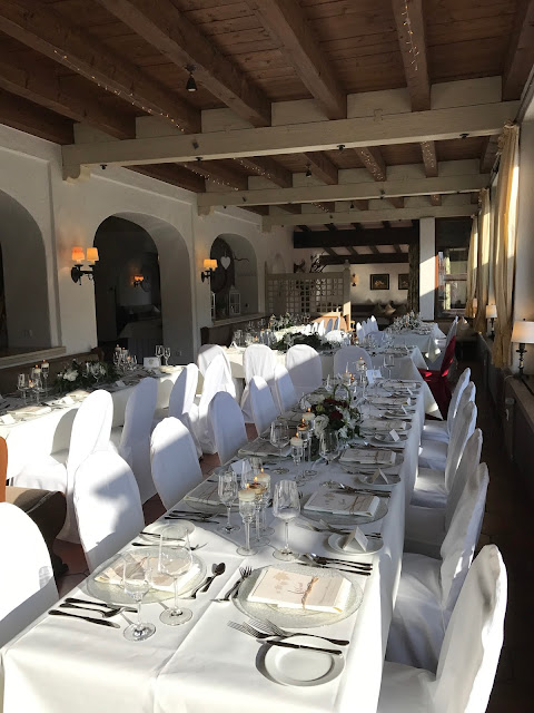 Seerestaurant, Monaco di Bavaria wine shades and wood grains, Hochzeitsmotto, heiraten 2017 im Riessersee Hotel Garmisch-Partenkirchen, Bayern, wedding venue, dunkelrot, dunkelgrün, Weinthema