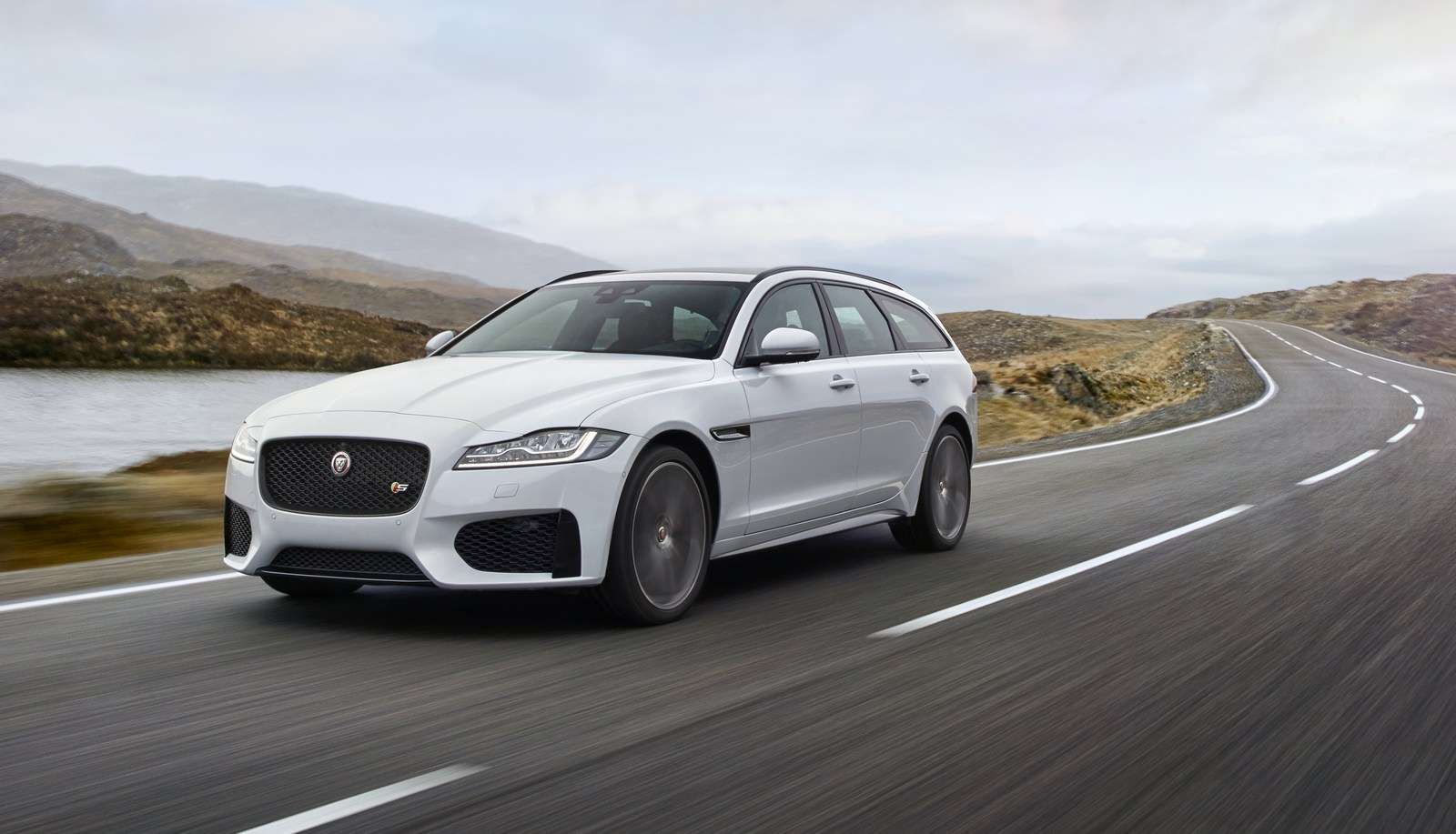 sexy jaguar xf sportbrake quenches our wagon thirst but at a price. Black Bedroom Furniture Sets. Home Design Ideas