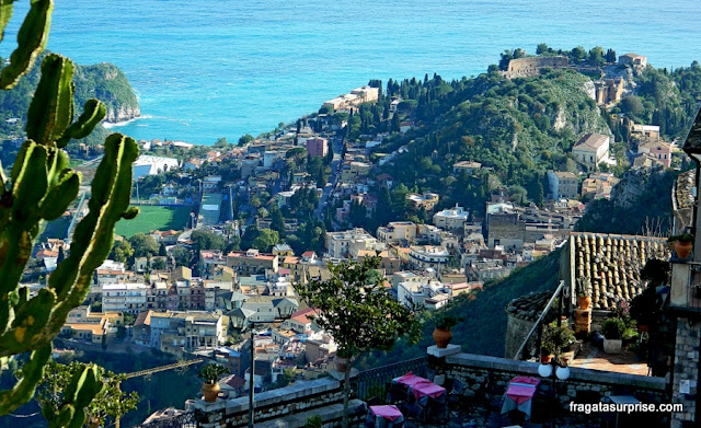 Taormina vista do alto. Sicília, Itália