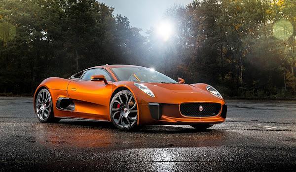 James Bond Spectre Filmindeki Jaguar Marka Arabasının HD Resimleri