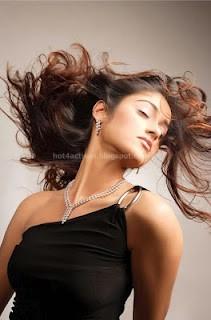 Ileana hot photos for jwellery ad