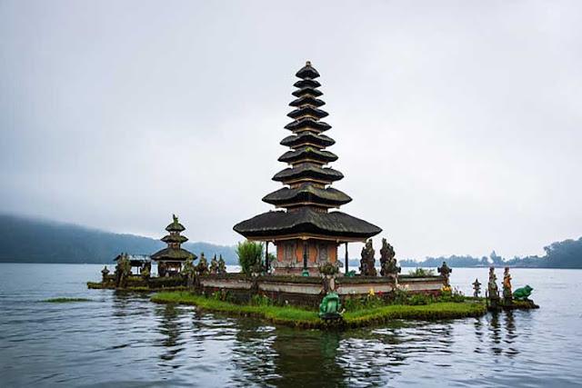 Ulun Danu Temple, ulun danu beratan temple,ulun,beratan,bratan,bali,pura ulun danu bratan temple,pura ulun danu bratan temple,ulun danu bratan temple bali indonesia,balinese temple,balinese temples,balinese,temples in bali