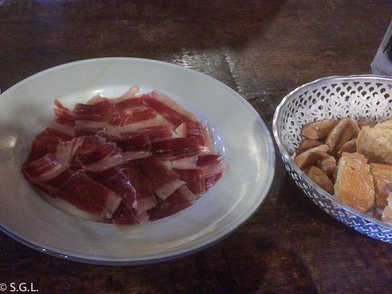 Jamon cortado a cuchillo del Kate Zaharra. Bilbao