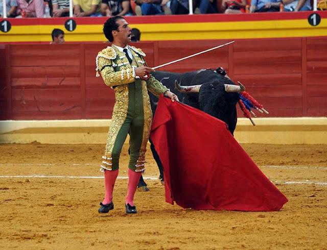 Diferentes momentos de las faenas de los toros de Illescas