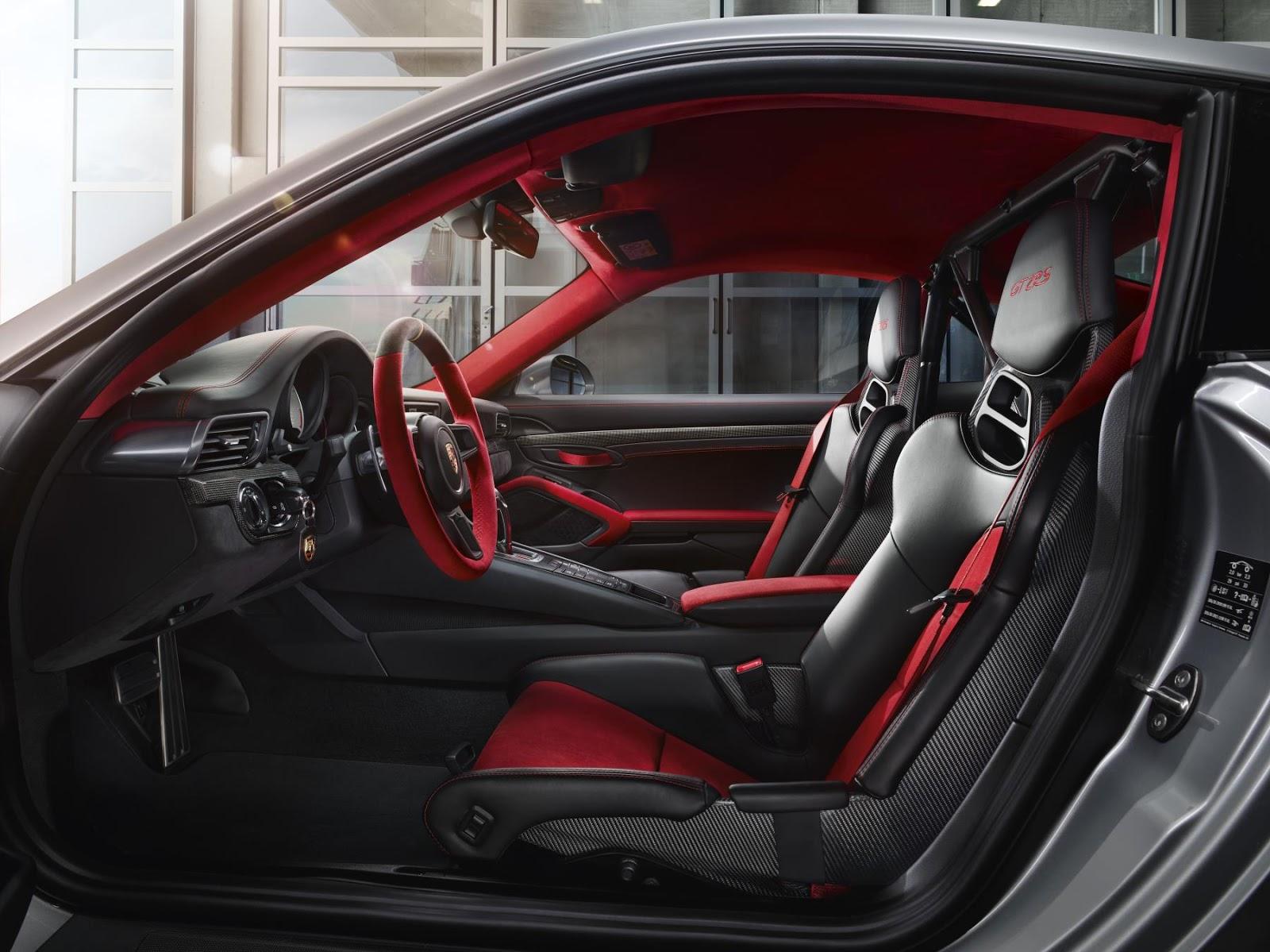e1a1176b9056 El 911 GT2 RS y su reloj asociado están disponibles exclusivamente los  Centros Porsche de todo el mundo. El vehículo y el cronógrafo se producen  ...