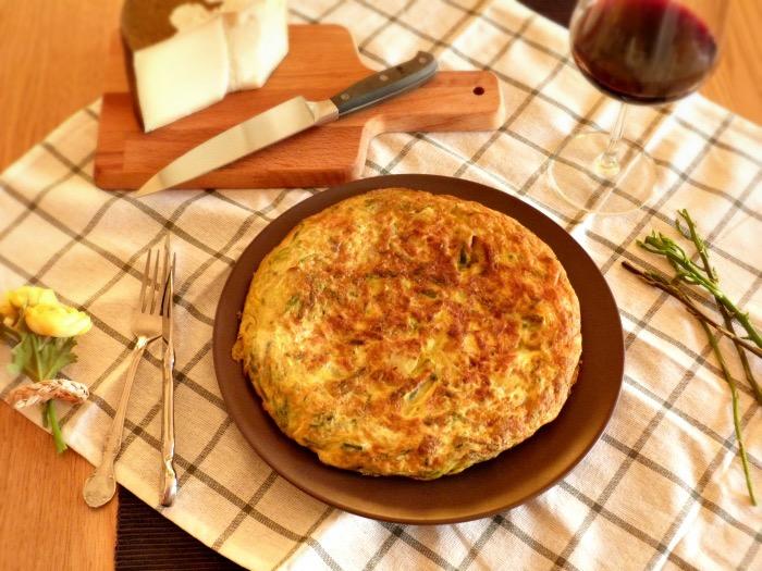 tortilla espárragos trigueros con queso, jamón, cebolla, patata